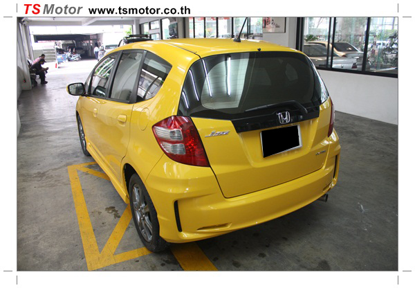 IMG 1031 งานแปลงหน้า Honda New Jazz จากรุ่น S ปี 2008 เป็น SV 2012 ชุดกันชนหน้า แก้มข้าง กันชนหลัง