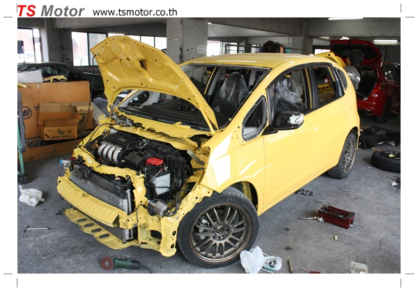 IMG 19402 งานเปลี่ยนสีรถยนต์ Honda New Jazz 2010 ดำ เป็นสีเหลือง JS จาก อู่สีรถ TS Motor