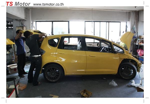 IMG 1943 งานเปลี่ยนสีรถยนต์ Honda New Jazz 2010 ดำ เป็นสีเหลือง JS จาก อู่สีรถ TS Motor