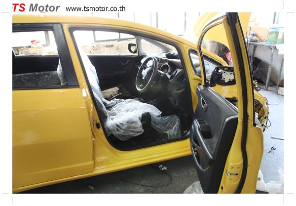 IMG 1945 งานเปลี่ยนสีรถยนต์ Honda New Jazz 2010 ดำ เป็นสีเหลือง JS จาก อู่สีรถ TS Motor