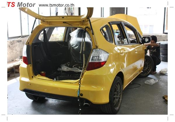 IMG 1960 งานเปลี่ยนสีรถยนต์ Honda New Jazz 2010 ดำ เป็นสีเหลือง JS จาก อู่สีรถ TS Motor