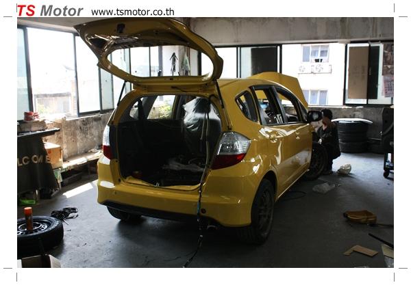 IMG 1961 งานเปลี่ยนสีรถยนต์ Honda New Jazz 2010 ดำ เป็นสีเหลือง JS จาก อู่สีรถ TS Motor