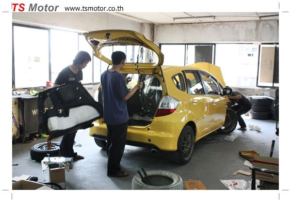 IMG 1977 งานเปลี่ยนสีรถยนต์ Honda New Jazz 2010 ดำ เป็นสีเหลือง JS จาก อู่สีรถ TS Motor