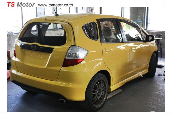 IMG 2012 งานเปลี่ยนสีรถยนต์ Honda New Jazz 2010 ดำ เป็นสีเหลือง JS จาก อู่สีรถ TS Motor