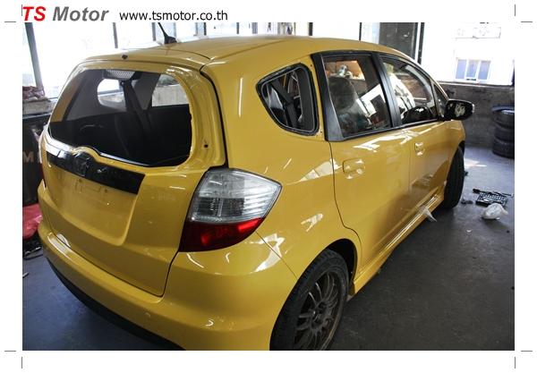 IMG 2013 งานเปลี่ยนสีรถยนต์ Honda New Jazz 2010 ดำ เป็นสีเหลือง JS จาก อู่สีรถ TS Motor