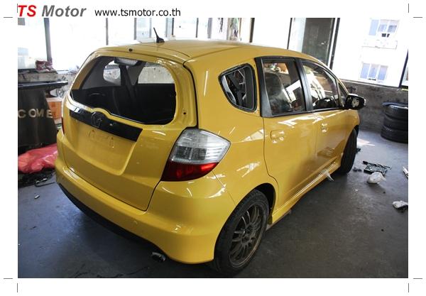 IMG 2014 งานเปลี่ยนสีรถยนต์ Honda New Jazz 2010 ดำ เป็นสีเหลือง JS จาก อู่สีรถ TS Motor