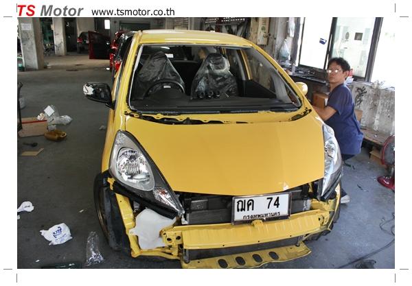 IMG 2015 งานเปลี่ยนสีรถยนต์ Honda New Jazz 2010 ดำ เป็นสีเหลือง JS จาก อู่สีรถ TS Motor