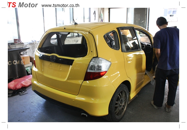 IMG 2022 งานเปลี่ยนสีรถยนต์ Honda New Jazz 2010 ดำ เป็นสีเหลือง JS จาก อู่สีรถ TS Motor