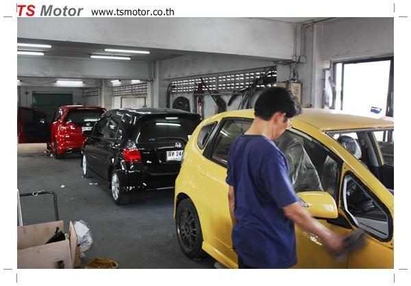 IMG 2026 งานเปลี่ยนสีรถยนต์ Honda New Jazz 2010 ดำ เป็นสีเหลือง JS จาก อู่สีรถ TS Motor