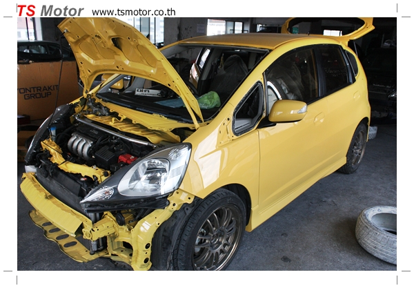 IMG 2075 งานเปลี่ยนสีรถยนต์ Honda New Jazz 2010 ดำ เป็นสีเหลือง JS จาก อู่สีรถ TS Motor