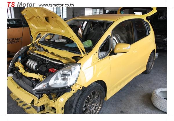 IMG 2076 งานเปลี่ยนสีรถยนต์ Honda New Jazz 2010 ดำ เป็นสีเหลือง JS จาก อู่สีรถ TS Motor