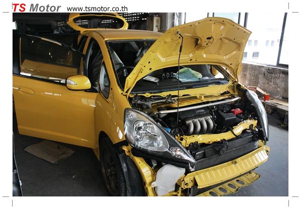 IMG 2077 งานเปลี่ยนสีรถยนต์ Honda New Jazz 2010 ดำ เป็นสีเหลือง JS จาก อู่สีรถ TS Motor