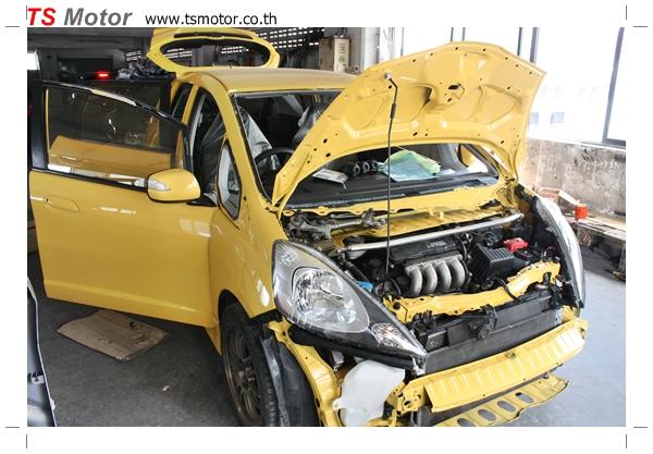 IMG 2078 งานเปลี่ยนสีรถยนต์ Honda New Jazz 2010 ดำ เป็นสีเหลือง JS จาก อู่สีรถ TS Motor