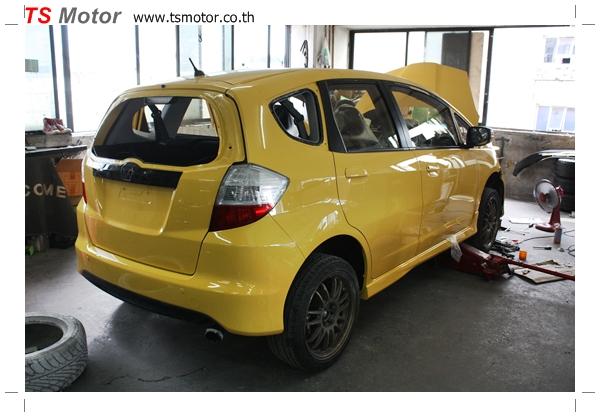 IMG 2081 งานเปลี่ยนสีรถยนต์ Honda New Jazz 2010 ดำ เป็นสีเหลือง JS จาก อู่สีรถ TS Motor