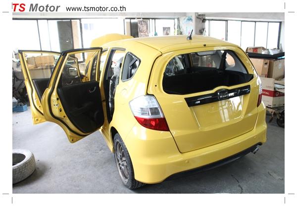 IMG 2083 งานเปลี่ยนสีรถยนต์ Honda New Jazz 2010 ดำ เป็นสีเหลือง JS จาก อู่สีรถ TS Motor