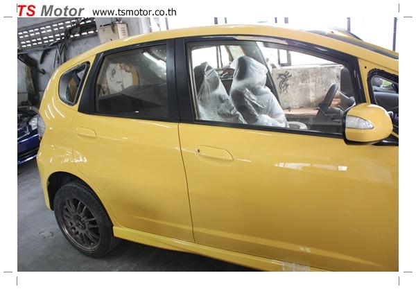 IMG 2084 งานเปลี่ยนสีรถยนต์ Honda New Jazz 2010 ดำ เป็นสีเหลือง JS จาก อู่สีรถ TS Motor