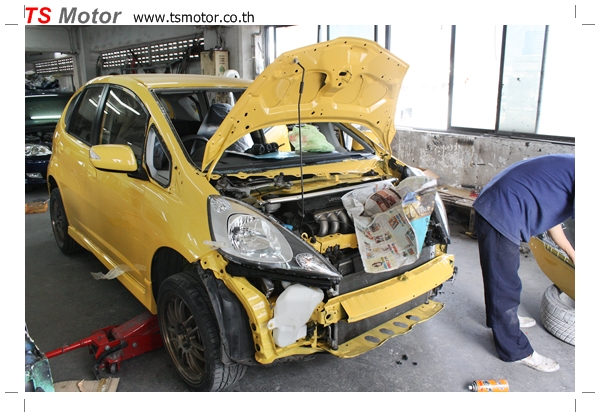 IMG 2086 งานเปลี่ยนสีรถยนต์ Honda New Jazz 2010 ดำ เป็นสีเหลือง JS จาก อู่สีรถ TS Motor