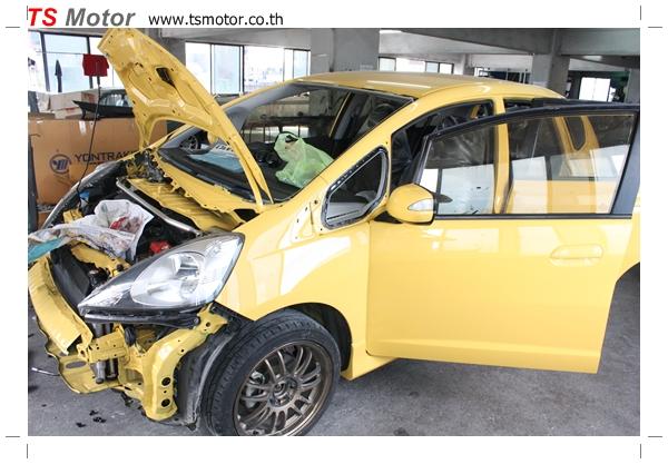 IMG 2087 งานเปลี่ยนสีรถยนต์ Honda New Jazz 2010 ดำ เป็นสีเหลือง JS จาก อู่สีรถ TS Motor
