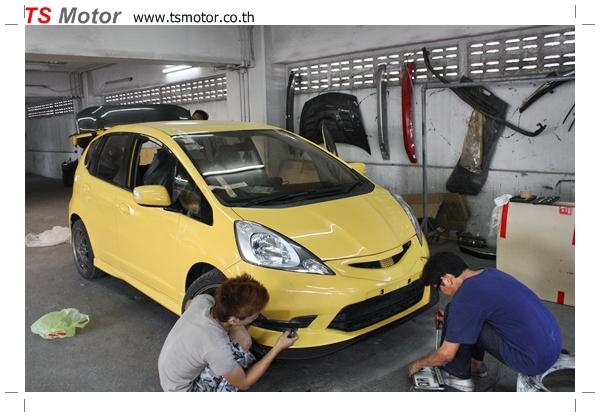 IMG 22801 งานเปลี่ยนสีรถยนต์ Honda New Jazz 2010 ดำ เป็นสีเหลือง JS จาก อู่สีรถ TS Motor