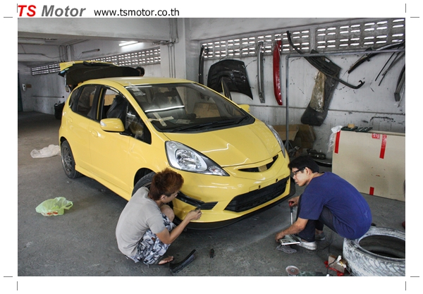 IMG 22811 งานเปลี่ยนสีรถยนต์ Honda New Jazz 2010 ดำ เป็นสีเหลือง JS จาก อู่สีรถ TS Motor