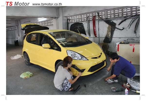 IMG 22821 งานเปลี่ยนสีรถยนต์ Honda New Jazz 2010 ดำ เป็นสีเหลือง JS จาก อู่สีรถ TS Motor