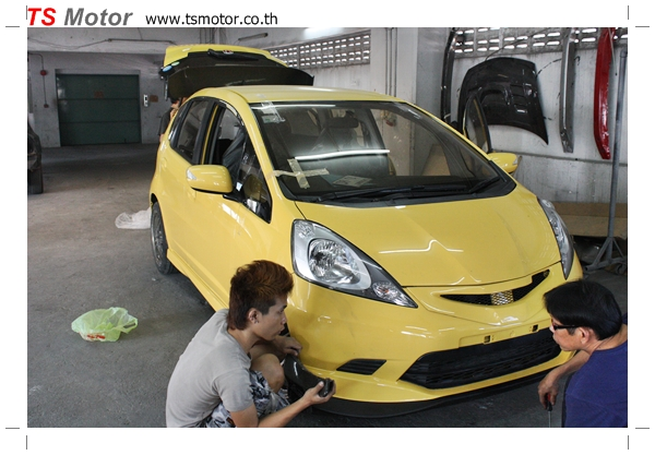IMG 22831 งานเปลี่ยนสีรถยนต์ Honda New Jazz 2010 ดำ เป็นสีเหลือง JS จาก อู่สีรถ TS Motor