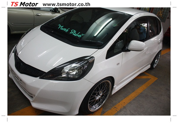 IMG 2733 งานพ่นสีแก้โป่ง รถแต่ง Honda New Jazz สีขาว ล้อล้นๆ โดย TS Motor