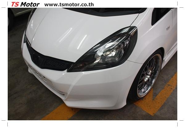 IMG 2734 งานพ่นสีแก้โป่ง รถแต่ง Honda New Jazz สีขาว ล้อล้นๆ โดย TS Motor