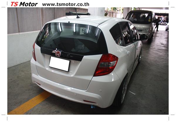 IMG 2738 งานพ่นสีแก้โป่ง รถแต่ง Honda New Jazz สีขาว ล้อล้นๆ โดย TS Motor