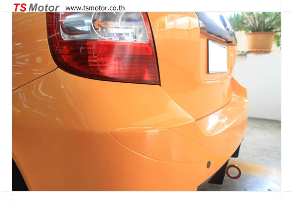 IMG 4502 งานเปลี่ยนสีรถยนต์ Honda Jazz 2007 สีส้ม หลังคาดำ ผลงานจาก อู่สีรถ TS Motor