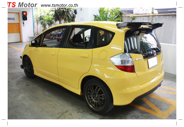 IMG 6075 งานเปลี่ยนสีรถยนต์ Honda New Jazz 2010 ดำ เป็นสีเหลือง JS จาก อู่สีรถ TS Motor
