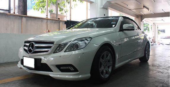 งานซ่อมสีบังโคลนหน้า กันชน และส่วนอื่นๆ Mercedes Benz E350 Cabriolet สีขาว จัดให้เนียนที่ TS Motor